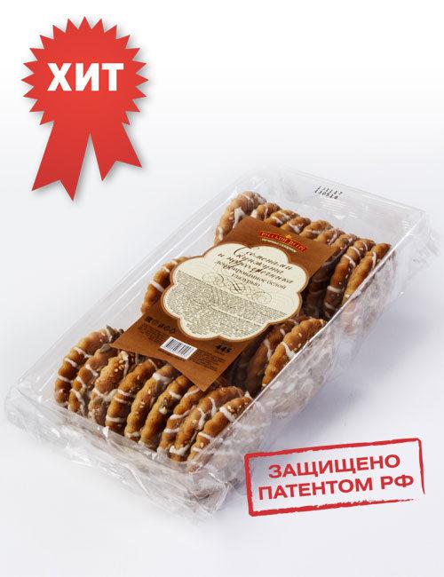 Печенье сахарное «Русский десерт» с семенами кунжута и подсолнечника , декорированное белой кондитерской глазурью.